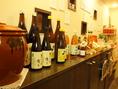 入口には新鮮な野菜が豊富にありお酒も売っています