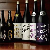 店内にずらりと並ぶ日本酒、地酒、焼酎、名酒の数々…