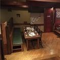 店内入って右に進んで頂くとあるテーブル席です。少人数宴会でも周りのお席と少し離れている為、周りを気にせずお楽しみ頂けるお席です!