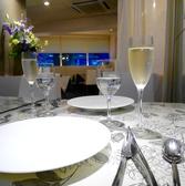お昼も夜も落ち着いた雰囲気で愉しめます季節に合わせてテーブルクロスも変わります