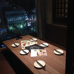 夜景を一望できる半個室はデートや記念日にぴったり♪嬉しいプライベート空間で周りを気にせずゆったりお寛ぎ頂けます。綺麗な景色と美味しいお料理で心に残るひと時をお過ごしください★※半個室は1部屋限定です。
