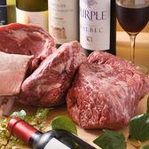 「肉」へのこだわりが弐玖のこだわり。一切の妥協を許さず厳選する国産和牛は当店の要!自らの目で確かめ、その時季一番良い状態のものをお客様にご提供しています。名物メニューの『炙り焼き』は、お肉の持つ旨みをギュッと閉じ込めるよう絶妙なタイミングで焼き上げる逸品。備長炭を使い、香り豊かに仕上げています。