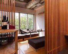 窓側の半個室、こちらも最大8名様までご利用可能です。