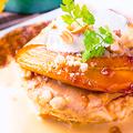料理メニュー写真マカダミアナッツと完熟バナナのパンケーキ