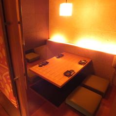 【雰囲気自慢の掘りごたつ個室】4名様までご利用頂ける個室席をご完備しております!落ち着いた雰囲気でのお食事はいかがでしょうか♪当店こだわり自慢の焼き鳥と日本酒をご一緒にご堪能くださいませ。2時間飲み放題コースは種類豊富にご用意しておりますのでシーンに合わせてご利用くださいませ♪各種宴会予約受付中です★