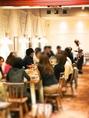 人数様に応じてテーブルを組み合わせてお席ご用意致します!団体様のご予約も大歓迎です!ハイセンスな店内でご宴会はいかがでしょうか?鍋付コース、ピザ&パスタコース。人気のチーズパネチキンコースなどご用意しております。