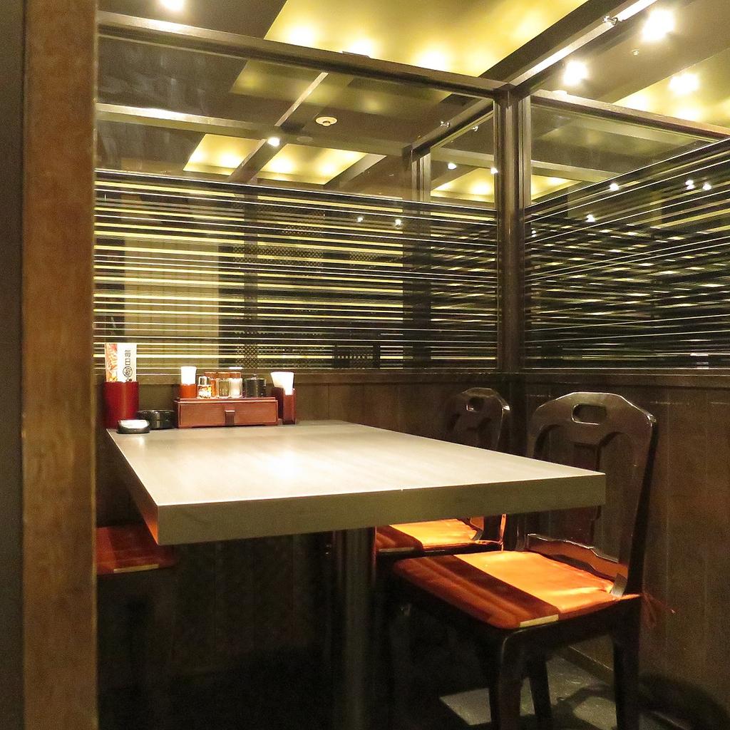 落ち着いた雰囲気の中、テーブル席や掘りごたつ席をご用意!個室も完備!ゆったりとくつろげます