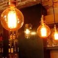 温かみのある店内。落ち着いた空間で美味しいお酒をご堪能ください。