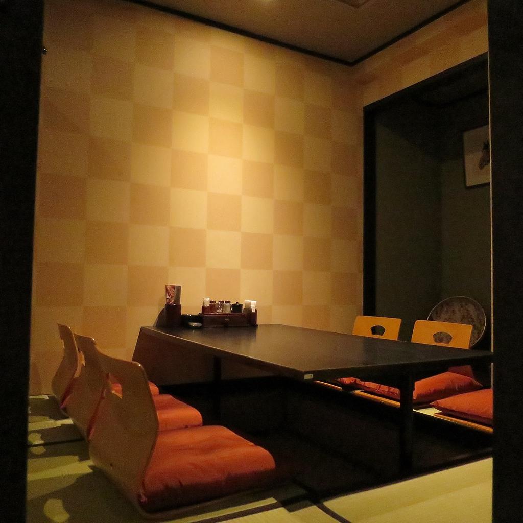 しっとりとした『和』を愉しめる個室席はご家族でのお食事にも使えるお席です。早目のご予約が◎