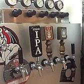 大型ビールサーバー☆ビールは鮮度と温度管理が大事です!大切なビールは大型の冷蔵庫の中で温度管理され保存してあります!新潟のクラフトビールをはじめ、全国、そして世界のビールを最高の状態でご提供いたします!美味しいビールで乾杯を!!