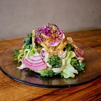地元産の野菜など素材を活かした創作エスニック料理