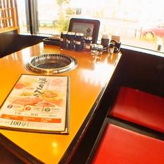 テーブルも席も広々とお使い下さい。※写真は系列店です。