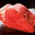料理メニュー写真45日熟成 黒毛A4特選シャトーブリアンの塊焼【250g】
