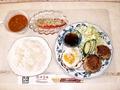 料理メニュー写真日替わりランチ(和風ハンバーグ、トマトサラダ、ミネストローネ、ハンバーグ)