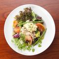 料理メニュー写真タルタルソースのニース風サラダ