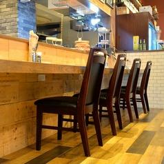 OPENキッチン型のカウンター席ではスタッフと会話を愉しみに来られるお客様も多数いらっしゃいます♪