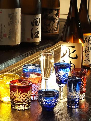 京都老舗漬け物屋から取り寄せる漬け物や旬海鮮・地酒など楽しめる大人の和食居酒屋。
