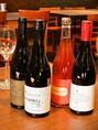 【ドメーヌ・ショオ(西蒲区)】Domaine(ドメーヌ)とは、フランス語でブルゴーニュ地方に於けるブドウを栽培してワインを造るワインの醸造所、Chaud(ショオ)にはフランス語で「熱い」や「情熱的な」という意味があります。夫婦お二人で熱い心をもって、自然の生命力を詰め込んだワイン造りを目指しています。