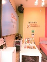 【エレガントルーム(部屋番号4)】横並びのソファ席♪カラフルなお部屋にテンションが上がっちゃう☆