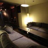 8名様まで座れるソファー個室入口はカーテンでパーテンションになっております