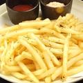 料理メニュー写真山盛りポテトフライ