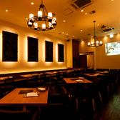 最大50席のゆったりとしたソファ席のメインフロアはデートや記念日はもちろん、女子会や会社宴会など様々なニーズにお応え出来ます。