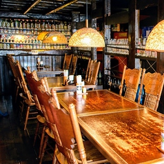 大勢座れるテーブル席♪隣のテーブルと結合して20名くらいの団体様もお迎えできます。