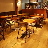 テーブル 2名様席から、ご利用人数によって対応可能です。