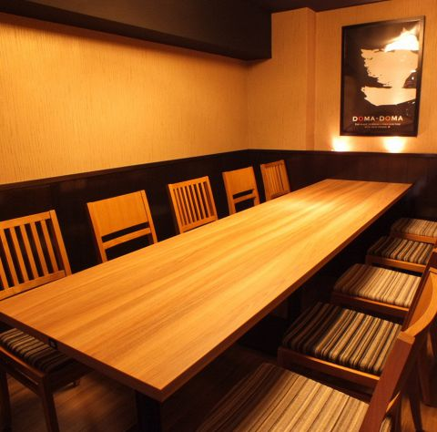 【大人数宴会も◎】大人数向けのテーブル席などもご用意しております。会社の飲み会や歓迎会、送別会など人数に合わせてお席をご用意するので、お気軽に店舗へご相談ください。宴会のサプライズ演出などもお手伝いいたします♪