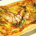 料理メニュー写真たっぷりシーフードピザ
