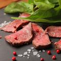 料理メニュー写真薄切りステーキ タリアータ