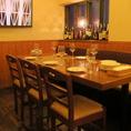 シャンデリアとランプが照らす大人の空間。10名様未満の宴会も対応可能ですので、気軽にお問合せ下さい◎