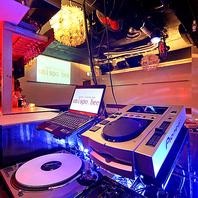 大型スクリーン、DJブース、音響、マイク…すべて無料!