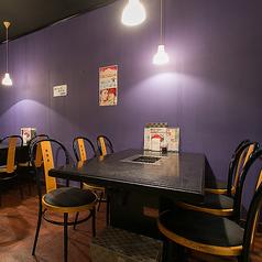 大人数のご来店にも対応できるテーブル席です。