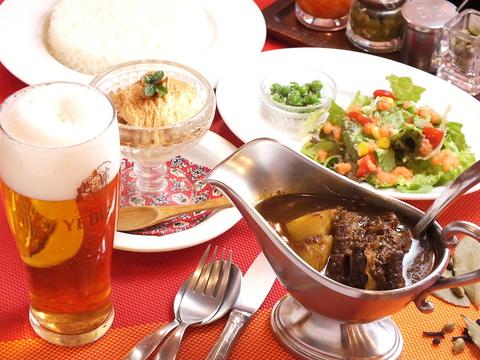 夜のディナーセット。ベンガルの特製カレーをセットで贅沢にお召し上がりください♪