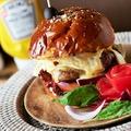 料理メニュー写真自家製パテで作るTOMバーガー