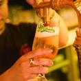 """ギネス社が認める""""GUINNESS BEST PUBS 2015""""のリスト店でも有る当店ではギネスをはじめ常時30種のビールをご用意、ドイツ・チェコ・アメリカなど各国の味わいをお楽しみ頂けます。ビール選びに迷った際は、不定期に入れ替わる「期間限定ビール」がオススメ、その時ご用意の銘柄はスタッフまでお気軽にお問い合わせ下さい!"""