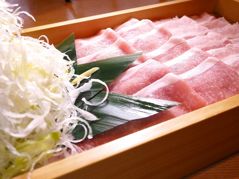 春夏秋冬それぞれの自然豊かな味。柔らかくふくやかなお料理をご提供。
