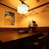 広々とした店内!人気のテーブル席は下町の活気あふれるオープンなお席から仕切りが付いたお席まで様々!女子会や少人数の飲み会にもぴったりです!大人気の串カツ食べ放題やお得なコースもございます!北新地での飲み会に是非ご利用ください!