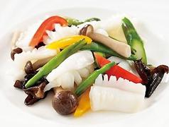 紋甲イカと野菜の塩炒め