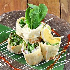 料理メニュー写真冠地鶏と生湯葉春巻き 特製チリソース