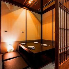 落ち着いた雰囲気の個室でデートや接待、大事な会食などにピッタリの個室です。当店では大小各個室ご用意がございますので、あらゆるシーンにご対応することができます。お客様のご要望等ございましたらご予約の際にお伝えください!