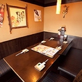 広々とくつろげるテーブル席。記念日飲み会やご家族とのお食事にも◎