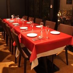 ご宴会時にはテーブルを繋げてお使いいただけます。こちらのお席は15名様~貸切も可!