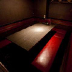 気取らず、かつ落ち着いた雰囲気が好評の8~10名様個室。
