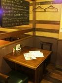 【1F】2名様向けテーブル席は日替わりのおススメメニューを確認できます♪