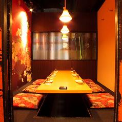 【掘りごたつのお席でごゆっくりお食事をご堪能】接待向き個室隠れ家風のひっそり個室。店内の奥まった場所に位置しており、周りの方を気にせずお食事をお楽しみ頂けます♪ごゆっくりお食事やお酒を愉しむことができますので是非、ご利用くださいませ。女子会や合コンにも大人気のお席となっております♪予約受付中です◎