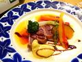 料理メニュー写真本日の鮮魚のレアステーキ ガーリック風味のアイヨリソース
