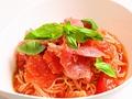 料理メニュー写真生ハムとフレッシュトマトの冷製