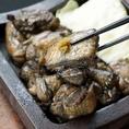 自慢の赤鶏を香ばしく一味と醤油で焼きあげる、鶏っく一番人気!地鶏タレ焼き!!
